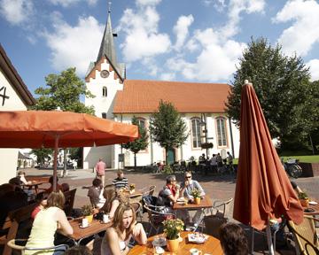 Marktplatz, Menschen im Café©Stadt Osterholz-Scharmbeck